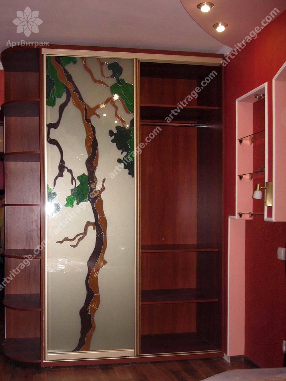 Витражный шкаф-купе «прекрасное дерево»