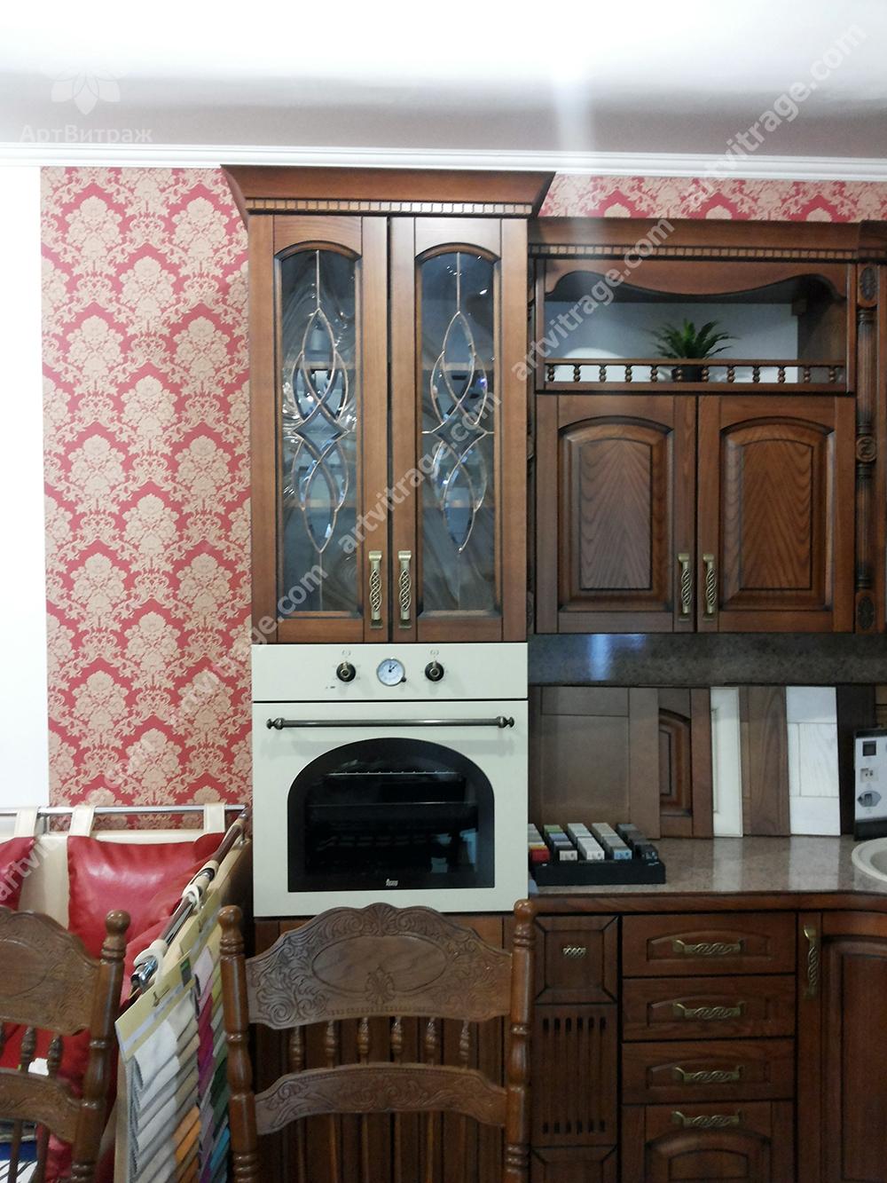 Витраж Тиффани для кухонного фасада с хрустальными элементами