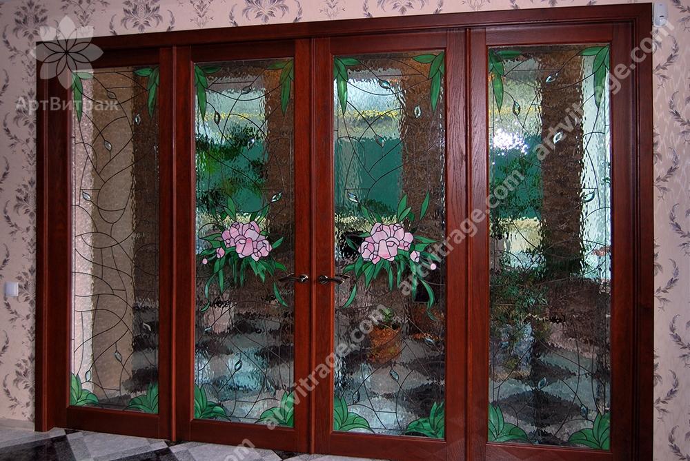 Входной портал с витражами Тиффани и хрустальными элементами