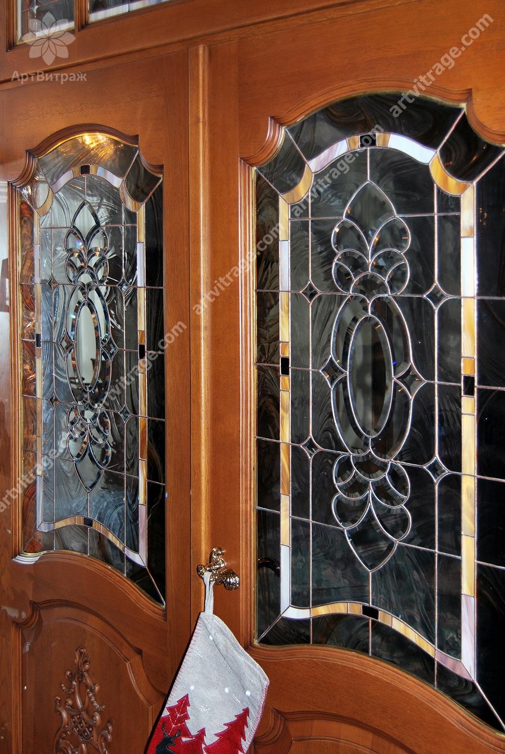 Дверь с витражами Тиффани