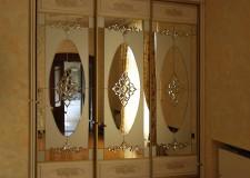 Шкаф-купе с хрустальными элементами