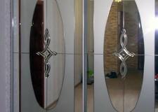 Полу-зеркальный шкаф-купе с хрусталем