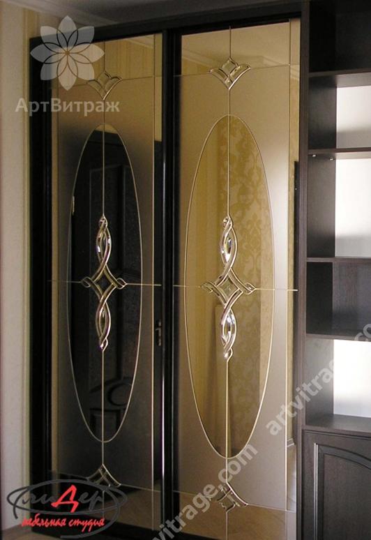 Шикарный шкаф-купе с хрустальными деталями